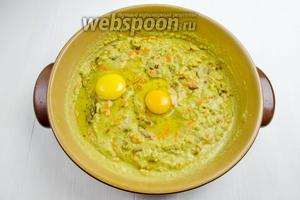 Добавить яйца (2 шт.) Перемешать.