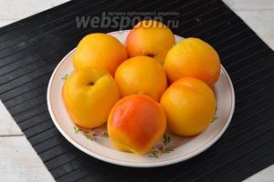 Персики (700 г) очистить от кожицы. Для этого их опускают на 1 минуту в кипящую воду, а затем сразу опускают в ледяную. После этого кожица очень легко отходит.