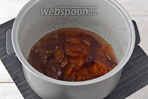 Варенье из нектаринов в мультиварке готово. Вы можете по желанию сразу перелить кипящее варенье в сухие стерилизованные банки и закатать.