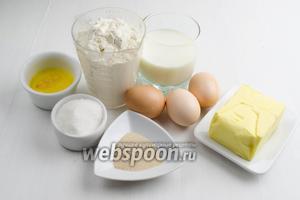 Начнём с приготовления теста. Нужно взять муку, молоко, дрожжи, сахар, яйца, сливочное масло, соль, ванильный сахар, семена льна, топлёное масло для помазки перед выпечкой и сахарную пудру для посыпки пирогов.