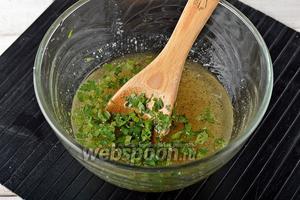Для маринада соединить сахар (0,5 стакана), подсолнечное масло (0,5 стакана), уксус (0,5 стакана), соль, чёрный молотый перец, порезанную петрушку, очищенный и пропущенный через пресс чеснок (0,5 гооловки) и хорошо перемешать.
