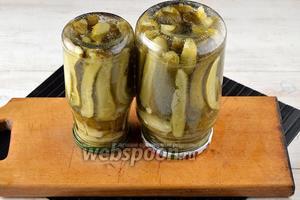 Огурцы в горчичной заливке на зиму готовы.