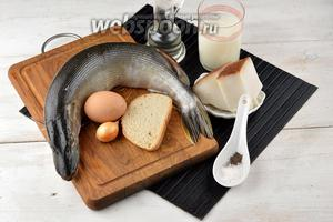 Для работы нам понадобится щука, сало, яйцо, молоко, лук, подсолнечное масло, соль, перец.