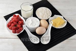 Для работы нам понадобится малина, молоко, сахар, ванильный сахар, сливочное масло, яйца, разрыхлитель, соль, мука.