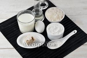 В первую очередь приготовим тесто. Для приготовления теста нам понадобится пшеничная мука, яйца, молоко, сахар, соль, подсолнечное масло, живые дрожжи.