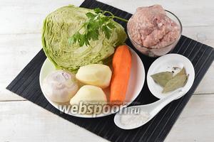 Для приготовления щей с фрикадельками нам понадобится свиной фарш, свежая капуста, морковь, лук, картофель, соль, чёрный перец горошком, лавровый лист.