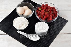 Для приготовления шарлотки нам понадобятся яйца, сахар, пшеничная мука, разрыхлитель, свежая малина.