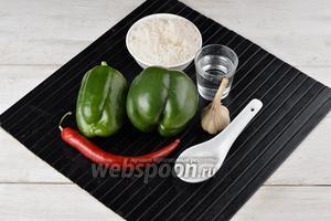 Для работы нам понадобится зелёный сладкий перец, острый перец, чеснок, сахар, соль, столовый уксус.