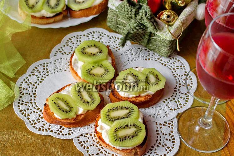 Фото Бутерброды с киви и чесноком