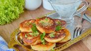 Фото рецепта Картофельные оладьи с чесночным соусом