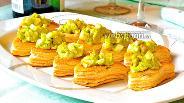 Фото рецепта Тарталетки с печенью трески и луком