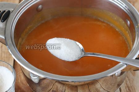 Снова ставим кастрюлю с тыквенной массой на плиту, добавляем сахар по вкусу. Уже по ходу приготовления, я подумала, что можно было вместо сахара взять мёд и добавить его в готовый кисель, который уже немного охладился (чтобы не перегревать мёд свыше 60°С). Доводим до «тихого» кипения.