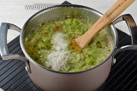 Добавить к овощам подсолнечное масло (125 мл), соль (30 г), сахар (100 г), уксус (50 мл).