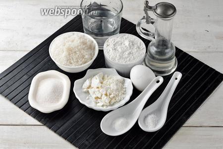 Для работы нам понадобится сухое молоко, пшеничная мука, яйцо, вода, соль, сахар, ванильный сахар, разрыхлитель, подсолнечное масло.