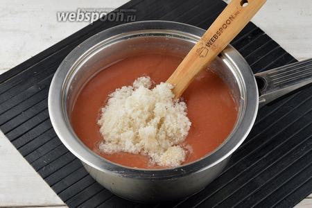 Вернуть смесь в кастрюлю, добавить сахар (5 ст. л.).