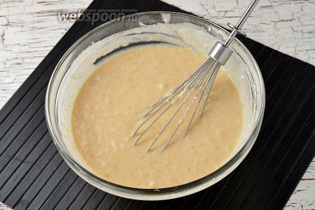 Консистенция теста. Тесто получается гуще, чем на блины, но более жидкое, чем для приготовления оладий.