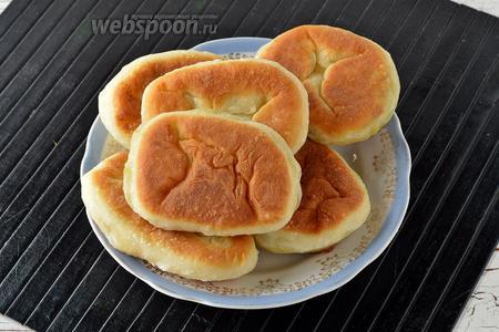 Жареные пирожки с горохом готовы.