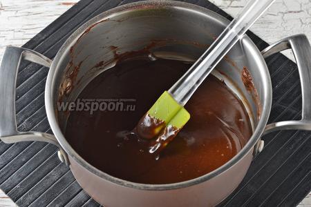 Снять с огня, добавить сливочное масло (3 ст. л.) и размешать.