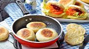 Фото рецепта Дрожжевые булочки на сковороде