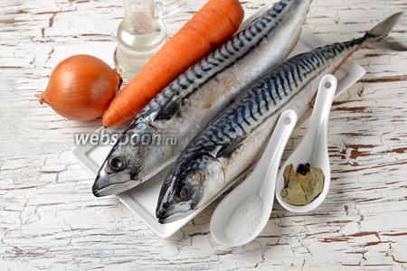 Для работы нам понадобится скумбрия, морковь, лук, подсолнечное масло, соль, чёрный перец горошком, лавровый лист.