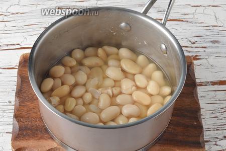 Предварительно следует замочить белую фасоль (0,5 стакана) на 12 часов, а затем отварить её отдельно до готовности.