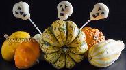 Фото рецепта Кейкпопсы на Хэллоуин «Черепа»