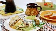 Фото рецепта Горячий бутерброд с глазуньей и шпротами