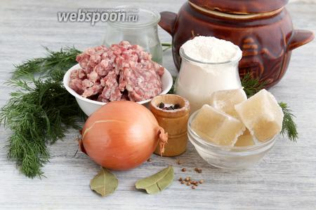 Кроме муки нужна вода, специи, мясной фарш, луковица, зелень, кубики замороженного бульона.