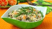 Фото рецепта Салат с копчёным кальмаром