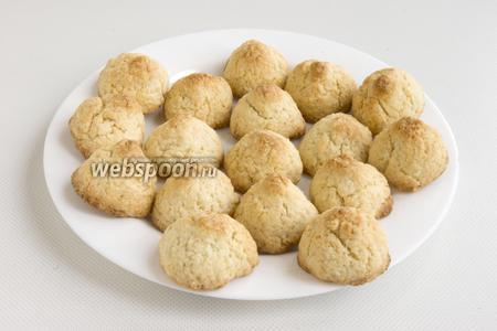 Поставьте печенья в разогретую до 180°С духовку, выпекайте примерно 15-20 минут. Выньте остудите.