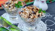 Фото рецепта Салат с черносливом и грибами
