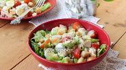 Фото рецепта Цезарь с курицей и помидорами