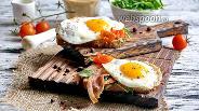 Фото рецепта Сэндвич с беконом и яичницей