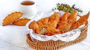 Фото рецепта Песочные пирожки с мясом и капустой