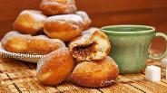 Фото рецепта Пончики с варёной сгущёнкой