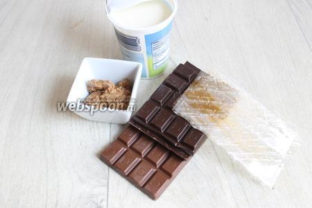 Теперь делаем шоколадный мусс. Нам нужен желатин, шоколад я взяла молочный и тёмный, сливки и миндальное пралине. Но можно этот продукт опустить, делать без него, если не хотите.