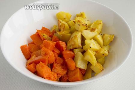 Точно также поступите с картофелем (500 г).