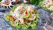 Фото рецепта Салат Цезарь с морепродуктами
