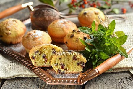 Фото рецепта Кексы с сушёной смородиной