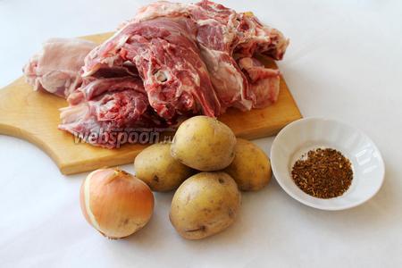Для приготовления кабоб, взять баранину на косточке, картофель, лук, думбу (свежий бараний жир), пряности, соль, яблочный уксус (по желанию).
