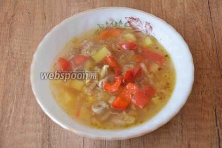 Готовый суп разлить по тарелкам и подать к столу. Приятного аппетита!