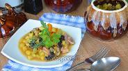 Фото рецепта Жаркое с куриными желудками в горшочке