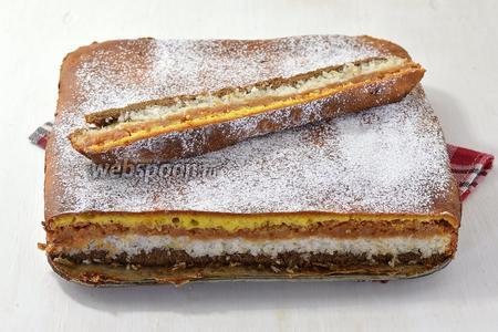 Трёхслойный пирог готов.