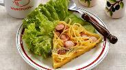 Фото рецепта Запеканка из макарон с сосисками на сковороде