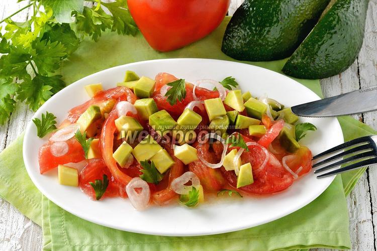 Фото Салат из помидоров и авокадо