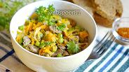 Фото рецепта Салат из куриных сердечек с морковью и горошком