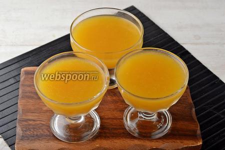 Разлить смесь порционно и отправить в холодильник на 2-3 часа, до полного застывания. Желе из персиков готово.