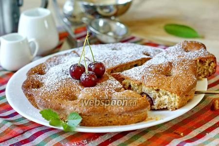 Пирог с бананами и вишней