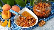 Фото рецепта Варенье из персиков с грецкими орехами
