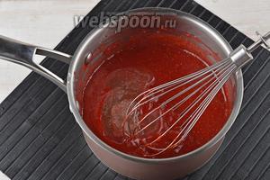 Снять с огня и добавить набухший желатин. Перемешать до полного растворения желатина. Охладить до комнатной температуры.